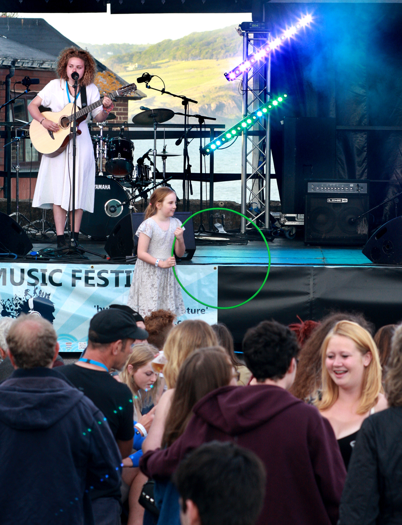 Ella Squirrell with audience Big Mix 2015